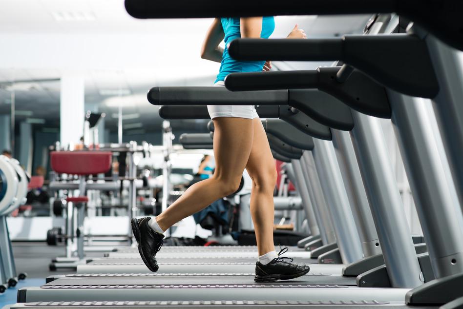 photodune-4422656-woman-running-on-a-treadmill-s